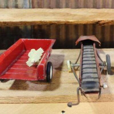 ERTL International & John Deere Manure Spreader IH Grain Conveyor QTY 5