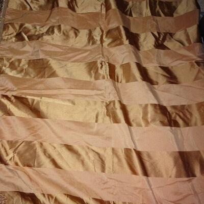 Gorgeous Fringed Table Cloth 72