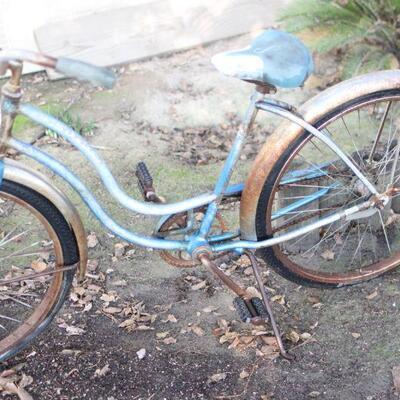 Lot 1 Vintage 62' Schwinn Hollywood Ladies Cruiser Bike