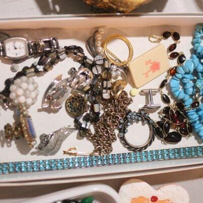 Lot 20 Vintage Jewelry & Boxes