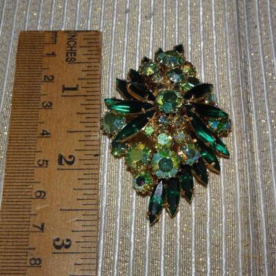 Emerald Green Gold Tone Rhinestone Cluster Brooch