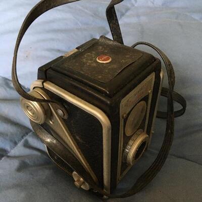 Collection of 6 Vintage Cameras and one Tripod. Includes Voigtlander, Brownie No 2, Polaroid Swinger, Kodak Duraflex and more...
