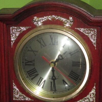 Lot 8 - Mantel Clock