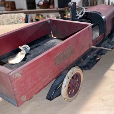 Lot 333: Antique Pressed Steel Structo Toys Windup Dump Truck
