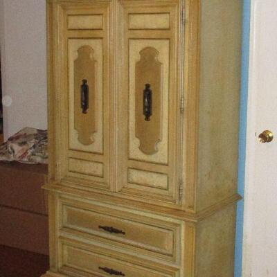 Lot 1 - Stanley Furniture Solid Wood Armoire LOCAL PICKUP ONLY