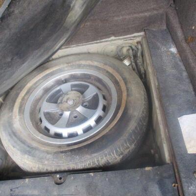 Lot 2 - 1986 Jaguar XJ6 4 Door Sedan AS IS