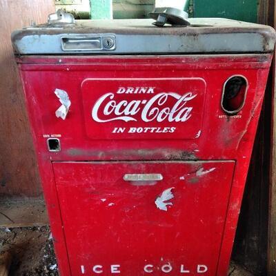 LOT 1  VINTAGE COCA COLA VENDING MACHINE