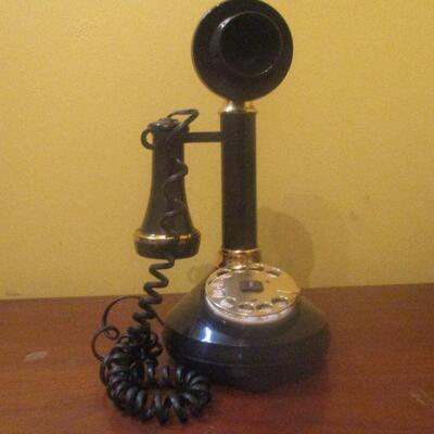 Lot 5 - Modern Stick Phone