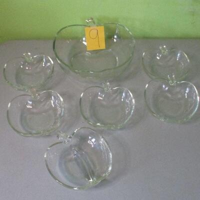 Lot 9 - Apple Bowl Set