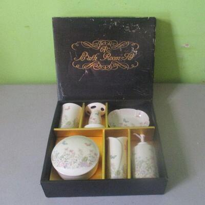 Lot 19 - 6 pc Butterfly Bathroom Set