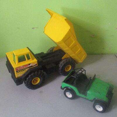 Lot 22 - Tonka Dump Truck and Tonka Jeep