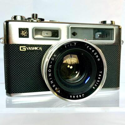 Very Clean Vintage Yashica Yashinon-DX Film Camera