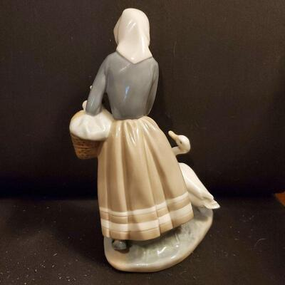 Lladro Figurine (#16) Porcelain SHEPHERDESS GIRL WITH DUCKS & BASKET #4568  9-1/8