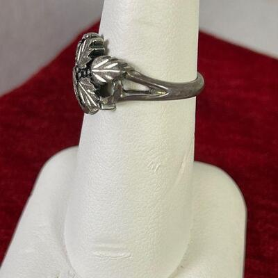 #17 Sterling Silver Ring Leaves 4.1 g Sz 7