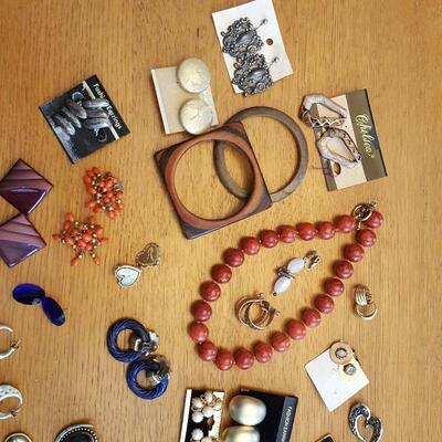 Bag of Costume Jewelery