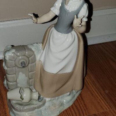 Lladro Nao Porcelain Figurine Girl with broken  Water Jug (item #41)