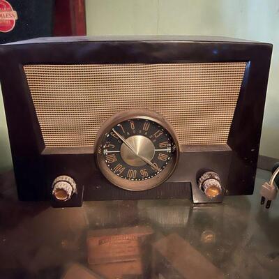 The Coronado tube driven Bakelite table top radio