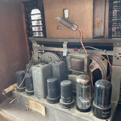Salesman sample miniature console / tabletop radio