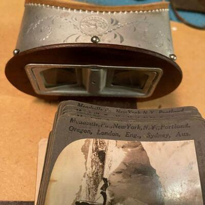 Antique stereoscope with view cards - Old 3D