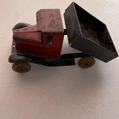1930's metal dump truck
