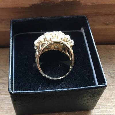 14k Ring with Pearls. Size 6