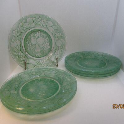 Lot 23 - (6) Fruit Green Plates