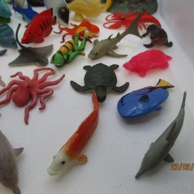 Lot 25 - Hard Plastic Sea Creatures