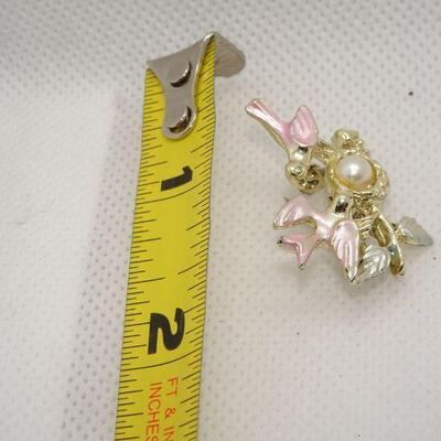 Pretty Pink Birds Brooch, Center Pearl, Bird Nest Brooch