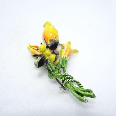Bumble Bee & Daffodils Flower Pin