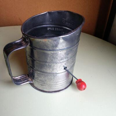 Lot 4 1950 Red Handle Sifter