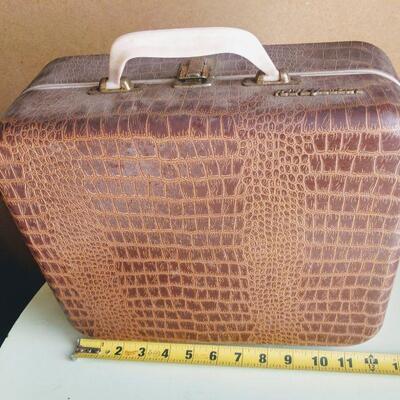 Lot 16 Vintage RCA Victor Victrola Suitcase Record Player model 1-EMP-2kk
