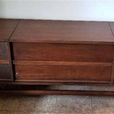 Lot #17  Mid Century GE Stereo/Radio in Cabinet