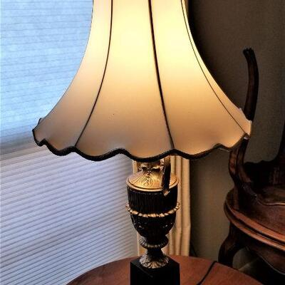 Lot #29 Vintage Metal Table lamp with classic styling
