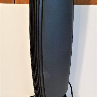 Lot #32  Ionic Breeze Air Purifier - Works