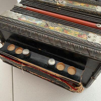 Beautiful vintage accordion / squeeze box