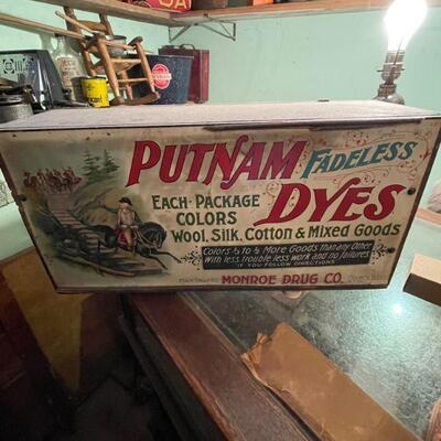 Putnam Dyes vintage store display / wooden