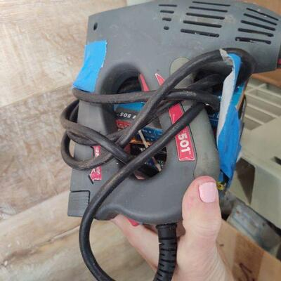lot 9 - Electric Power staplegun and staples