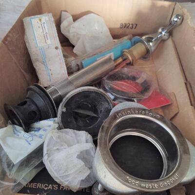 lot 10 - Assorted plumbing parts