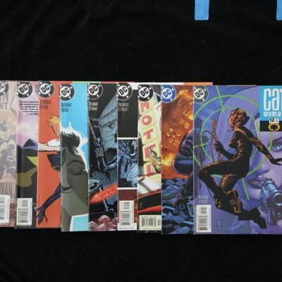 Catwoman Lot containing 10 issues. (2002,DC)  9.0 VF/NM