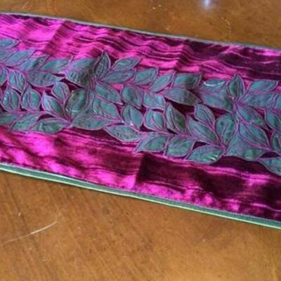 354 - Lovely Red & Green Table Runner w/ Leaf Pattern