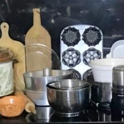 K112 - Lot of Kitchen Items