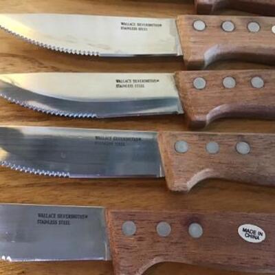 K119 - 12 Pc Wallace Steak Knife Set & Wooden Nut Bowl