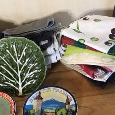 K120 - Misc. Lot of 5 Decorative Kitchen Plates & Dish Towels