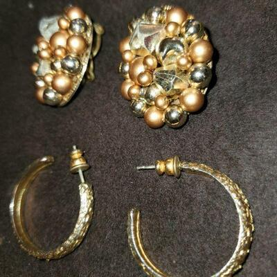 Earrings Gold Tone