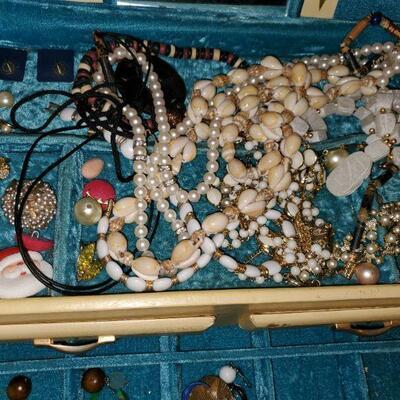 1960 Jewelry Box and Jewelry #82