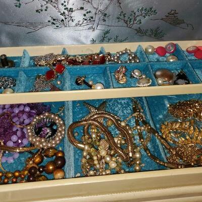 1950 Jewelry Box and Jewelry #74