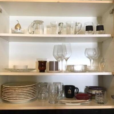 K140 - Cabinet Containing Various Kitchen Plates & Glasses