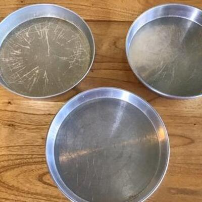 K162 - 3 Round Kitchen Baking Pans