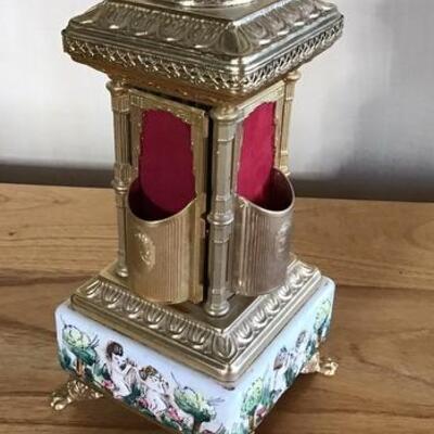 E111 - Wonderful Brevettato Italian Table Top Cigarette Dispenser & Moving Display