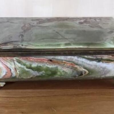 E113 - Large & Awesome Onyx Jewelry Box
